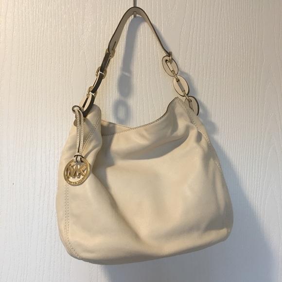 Michael Kors Handbags - NWT Michael Kors Large Hobo Bag